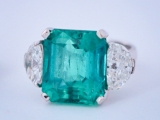 Where_to_Sell_My_Emerald-Diamond-Ring